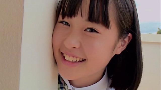 制服姿で微笑むU15ジュニアアイドルみずのそらちゃん
