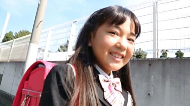 制服にランドセル姿のU12JSジュニアアイドル伊杉あかなちゃん