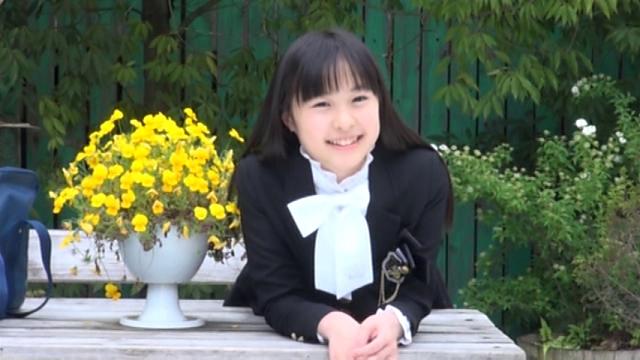 制服姿で微笑むU12ジュニアアイドルみずのそらちゃん