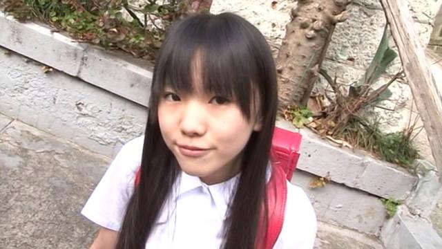 ランドセルを背負った制服姿のU12JSジュニアアイドル有沙ちゃん