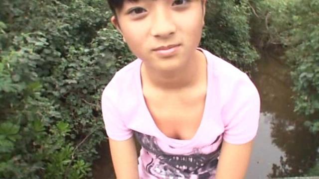 ピンクのTシャツ姿のU15JCジュニアアイドルみすずちゃん
