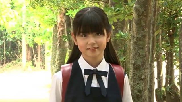 制服ランドセル姿のU12JSジュニアアイドル佐藤茉来ちゃん