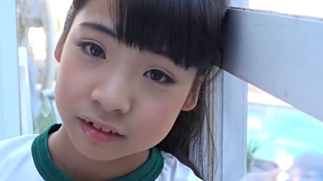 こちらを見つめる体操服姿のU15JCジュニアアイドル中西未歩ちゃん