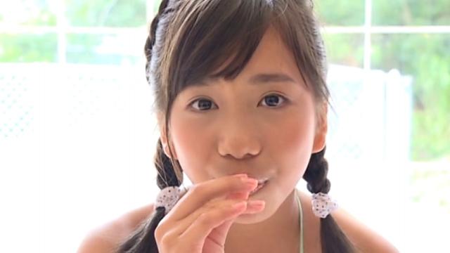 するめイカを食べるU12JSジュニアアイドル蒼井玲奈ちゃん