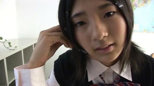 制服姿のU15JCジュニアアイドル長澤愛奈ちゃん