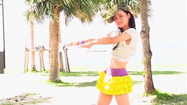 ダンスを披露するへそ出しミニスカ姿のU15JCジュニアアイドル東亜咲花ちゃん