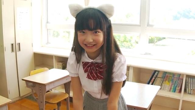 猫みみ制服姿で微笑むU12JSジュニアアイドル佐々木桃華ちゃん