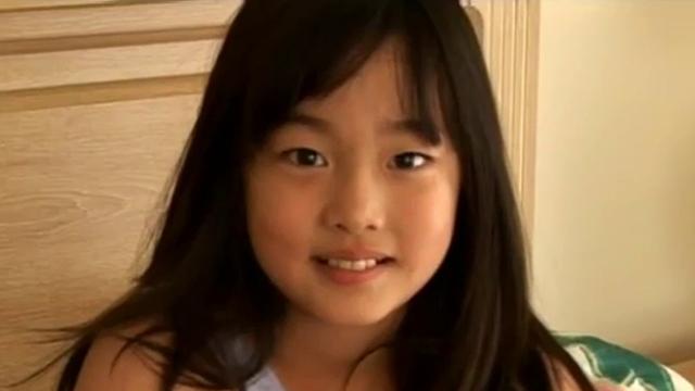 こちらに微笑むU12JSジュニアアイドル岡本桃佳ちゃん