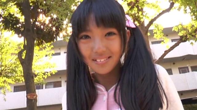 笑顔を向けるU15JCジュニアアイドル榊芽里ちゃん
