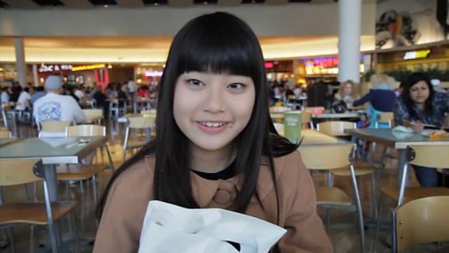 微笑むU15JCジュニアアイドル水野舞ちゃん