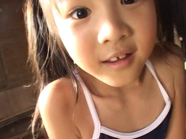 スクール水着姿のU12JSジュニアアイドル三浦璃那ちゃんのお顔アップ