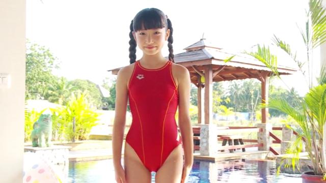 赤の競泳水着姿のU12ジュニアアイドル佐々木桃華ちゃん