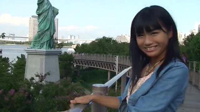 カメラに微笑むU15JCジュニアアイドル清水ちかちゃん