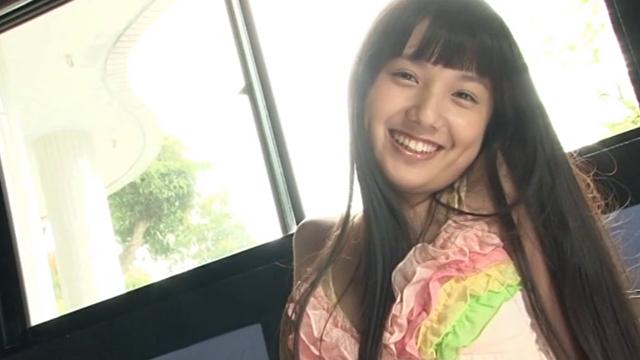 ベビードール姿で微笑むU15JCジュニアアイドル伊吹陽菜ちゃん