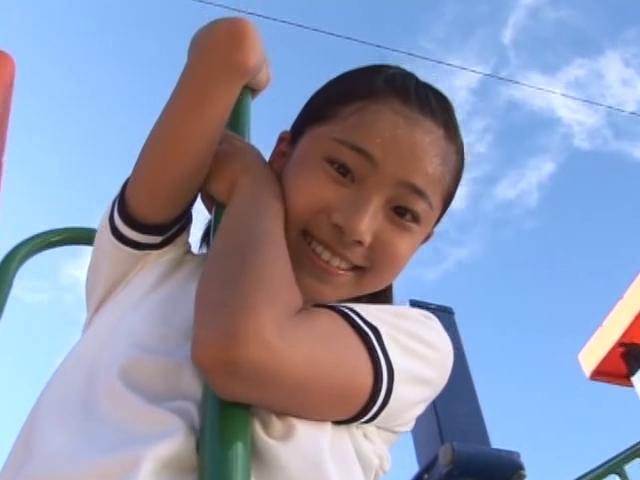 遊具で遊ぶ体操着姿のU15JCジュニアアイドル木内リカちゃん