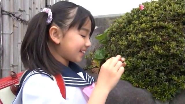 制服ランドセル姿で微笑むU12JSジュニアアイドル青葉えりかちゃん