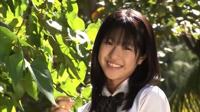 制服姿で微笑むU15JCジュニアアイドル福本みちるちゃん