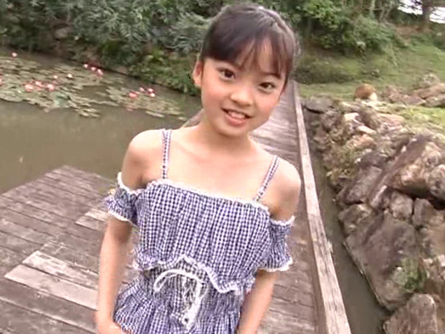 肩出しフリフリお洋服姿のU12JSジュニアアイドル河西莉子ちゃん